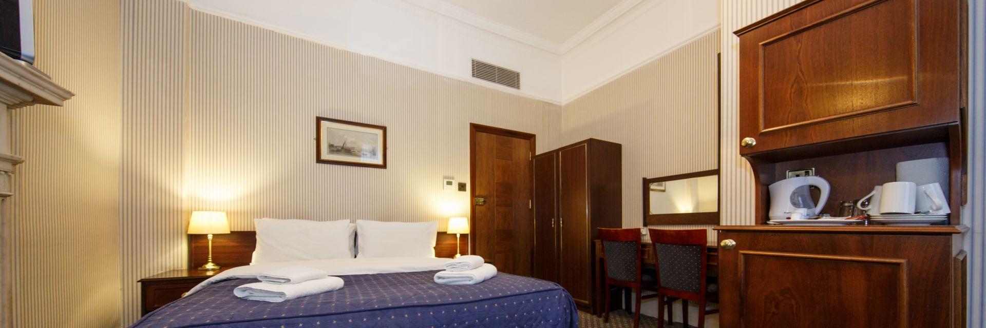 Regency Triple Room070